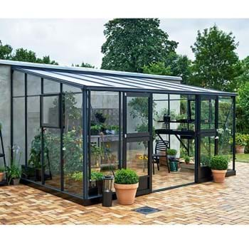 Juliana Lean-To – a new greenhouse leaning against a wall