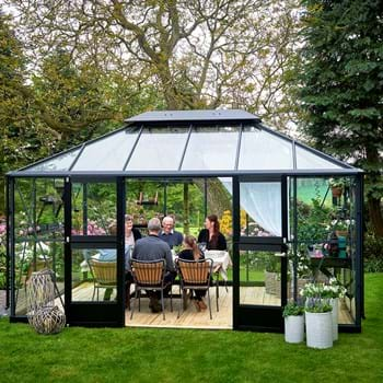 Großer Luxus für den Garten mit Juliana Gewächshäusern